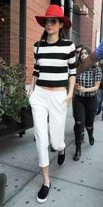 kendall-jenner-Theory-Prosecco-S-Hartmona-Cropped-Sweater