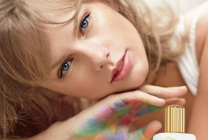 taylor-swift-parfum-incredible-things-egerie-2014-e1412694007317-300x202