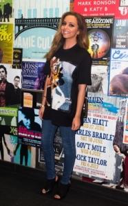 Jade Thirlwall en Tee shirt Givenchy