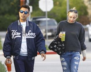 Miley Cyrus en pull Rag & Bone