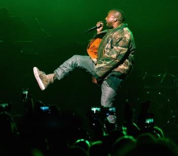 Kanye West en bomber raf simon